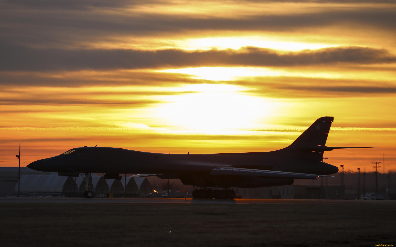 rockwell b-1 lancer, авиация, боевые самолёты, rockwell, b1, lancer, b-1b, сверхзвуковой, стратегический, тяжелый, бомбардировщик, ввс, сша, вечер, закат, военный, аэродром, военная